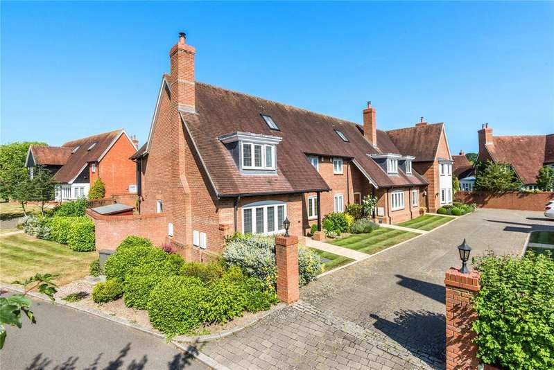 3 Bedrooms Semi Detached House for sale in Oakley Gardens, Betchworth, Surrey, RH3