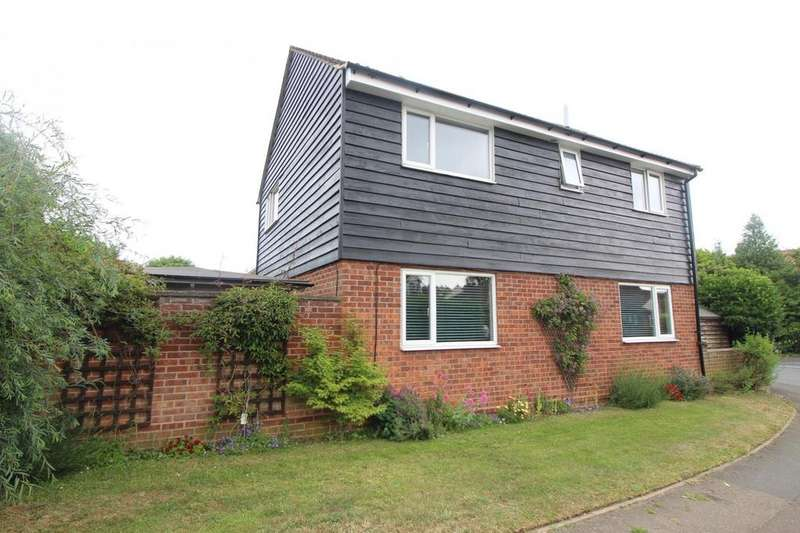4 Bedrooms Detached House for sale in Roach Vale, Colchester, Essex, CO4