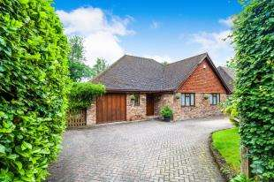 3 Bedrooms Bungalow for sale in Sandhill Lane, Crawley Down, Near Crawley, West Sussex