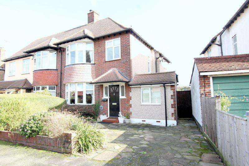 3 Bedrooms Semi Detached House for sale in Stafford Close, Cheam