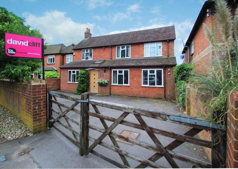 4 Bedrooms Detached House for sale in Victoria Road, Mortimer Common, RG7
