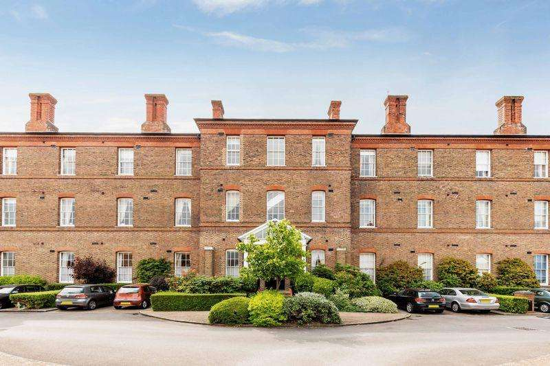 3 Bedrooms Apartment Flat for sale in Gunners Row, Southsea
