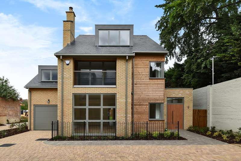 5 Bedrooms Detached House for sale in Walsworth Road, Hitchin, SG4