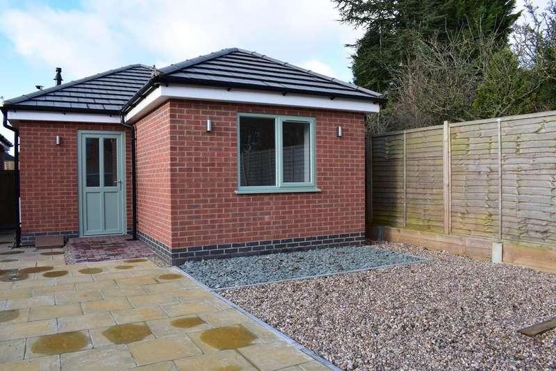 2 Bedrooms Detached Bungalow for sale in Elanor Mews, Lutterworth