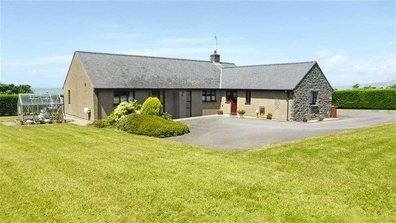 4 Bedrooms Detached Bungalow for sale in Tan Y Fedwen, Llwyngwril, Gwynedd, LL37
