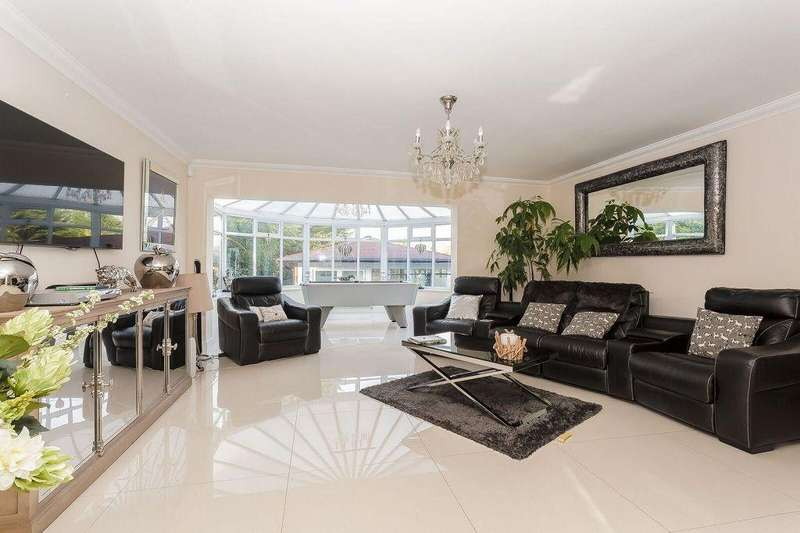 4 Bedrooms Detached House for sale in Ruden Way, Epsom, KT17 3LL