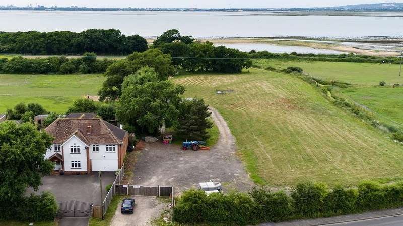 5 Bedrooms Farm House Character Property for sale in Havant Road, Hayling Island, PO11
