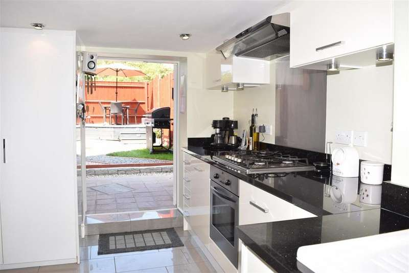 2 Bedrooms End Of Terrace House for sale in FAREHAM