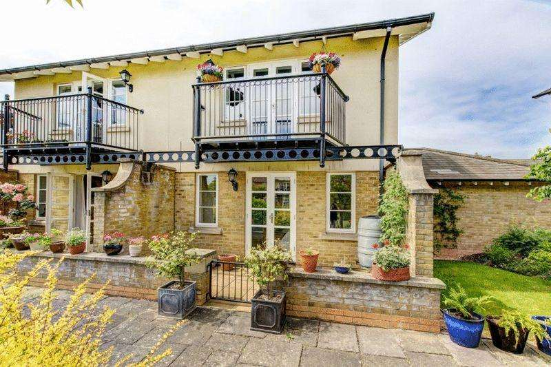 3 Bedrooms Semi Detached House for sale in Pooles Wharf Court, Harbourside