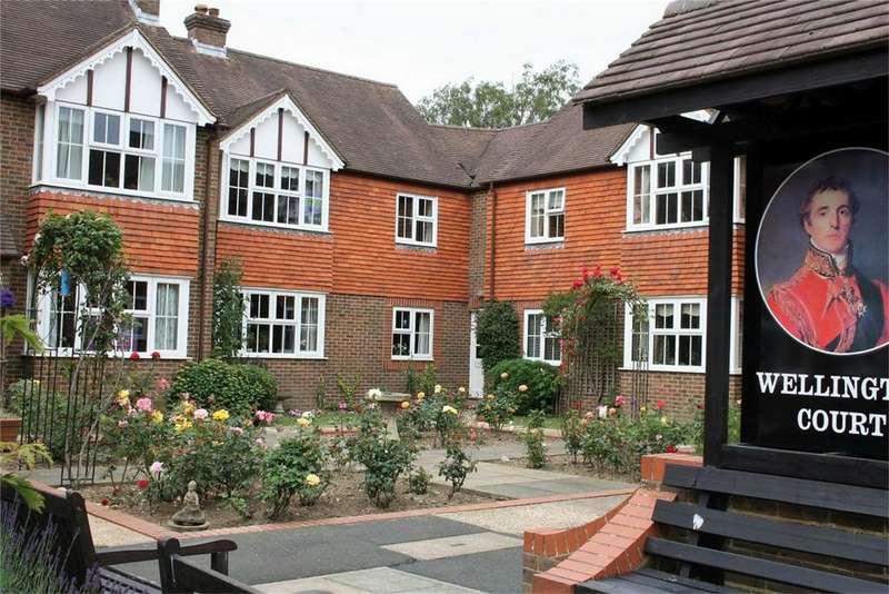 2 Bedrooms Retirement Property for sale in Rue de Bayeux, BATTLE, East Sussex