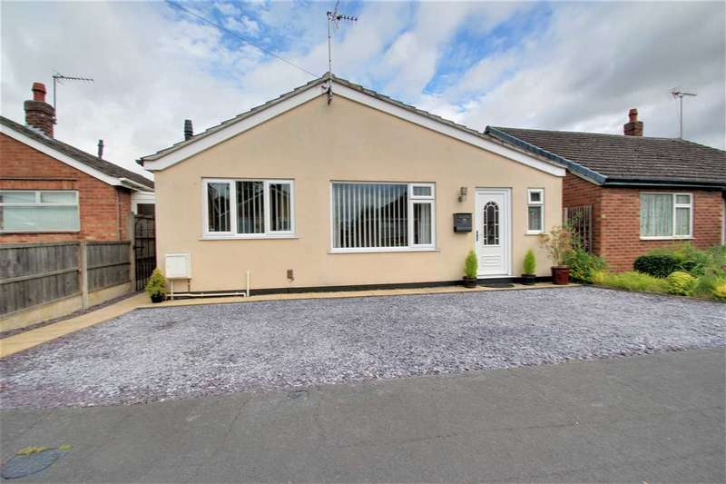 2 Bedrooms Bungalow for sale in St. Hughs Drive, North Hykeham, Lincoln