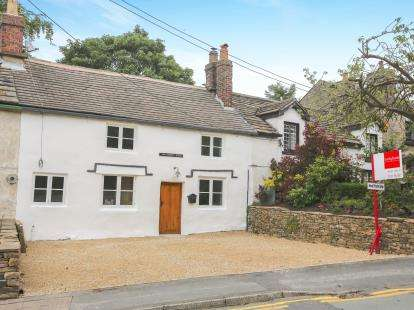 2 Bedrooms Terraced House for sale in Buxton Old Road, Disley, Stockport, Cheshire