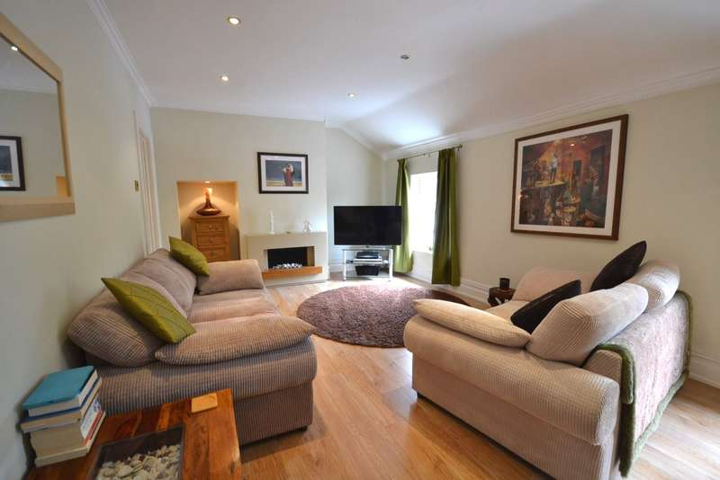 2 Bedrooms Apartment Flat for sale in Broken Cross, Macclesfield