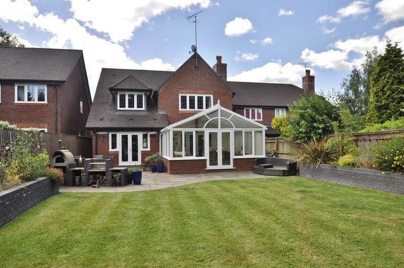 4 Bedrooms Detached House for sale in Fieldside Close, Bramhall