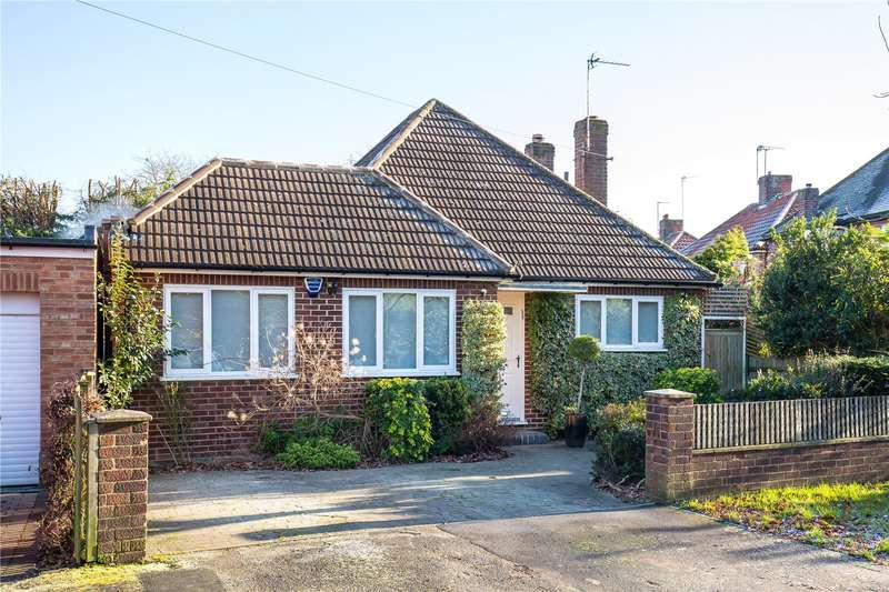 4 Bedrooms Detached Bungalow for sale in Ashley Walk, Mill Hill, London, NW7