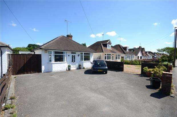 2 Bedrooms Detached Bungalow for sale in Woodlands Avenue, Woodley, Reading