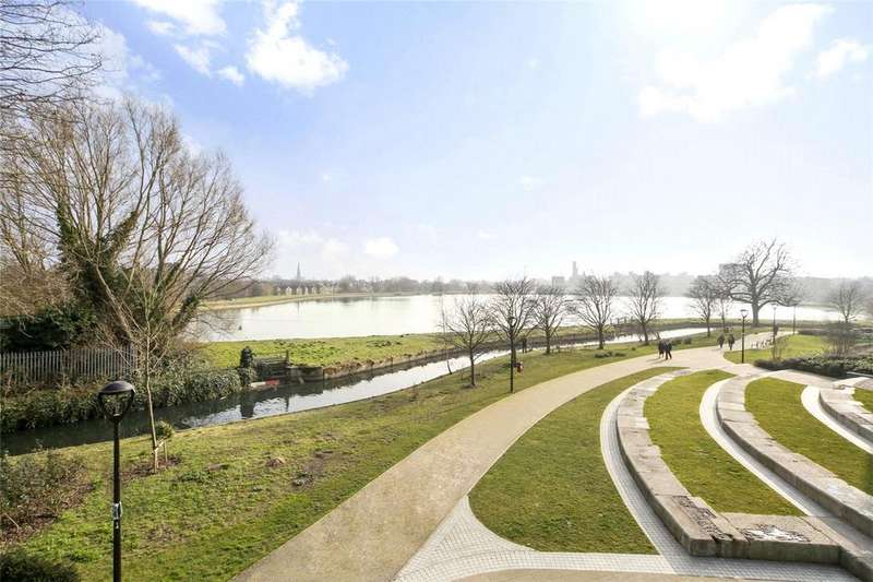 3 Bedrooms Flat for sale in Woodberry Down, Stoke Newington, N4
