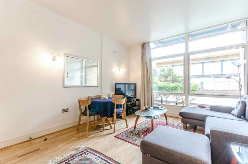 2 Bedrooms Flat for sale in Gainsborough House, Canary Wharf, E14