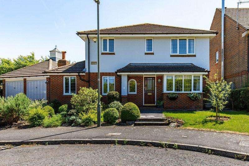 4 Bedrooms Detached House for sale in Catlin Gardens, Godstone