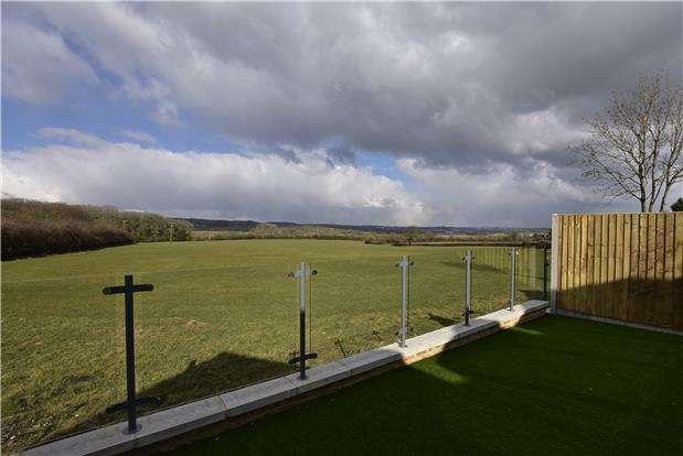3 Bedrooms Semi Detached House for sale in Bridgwater Road, Compton Barrow, Bristol, BS41 8JW