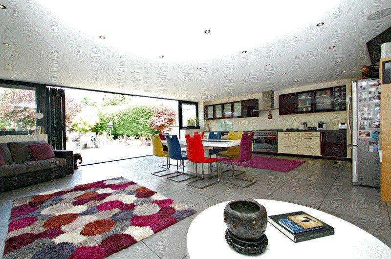4 Bedrooms Detached House for sale in Lovedean Lane, Lovedean, Waterlooville