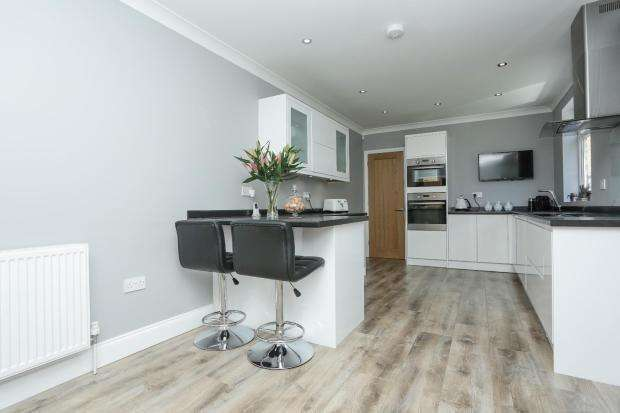 3 Bedrooms Semi Detached House for sale in Lower Road, River, Dover, CT17