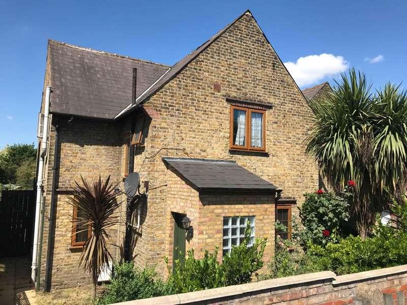 3 Bedrooms Terraced House for sale in Ealing Road, Brentford