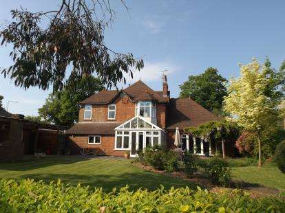 4 Bedrooms Detached House for sale in Lubenham Hill, Market Harborough, Leicestershire