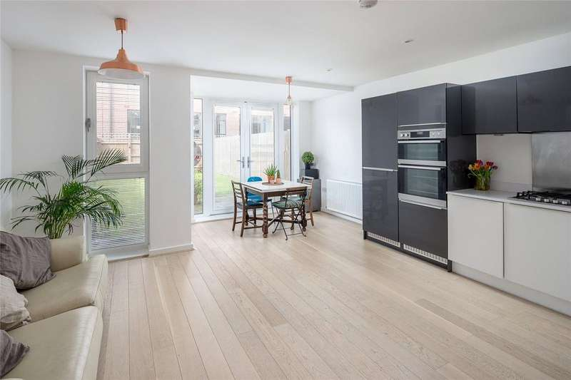 4 Bedrooms Terraced House for sale in Dovetail Place, Lawrence Road, London, N15