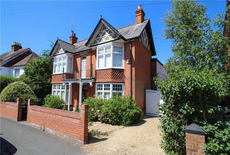 4 Bedrooms Detached House for sale in Gordon Avenue, Camberley, Surrey, GU15