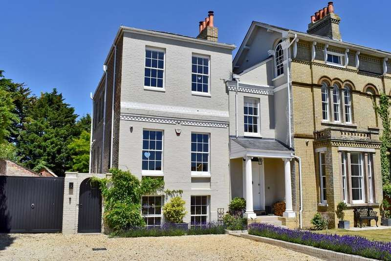 7 Bedrooms Link Detached House for sale in Highfield, Lymington, SO41
