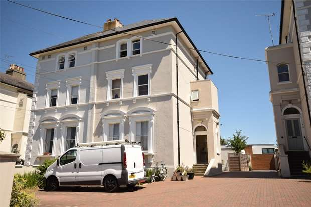 Semi Detached House for sale in St Johns Road, Sevenoaks, Kent