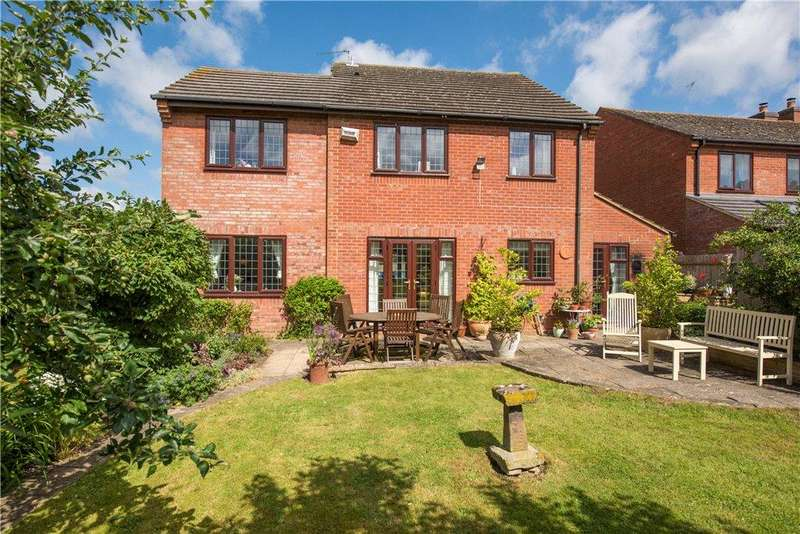 5 Bedrooms Detached House for sale in Shepperds Close, North Marston, Buckinghamshire