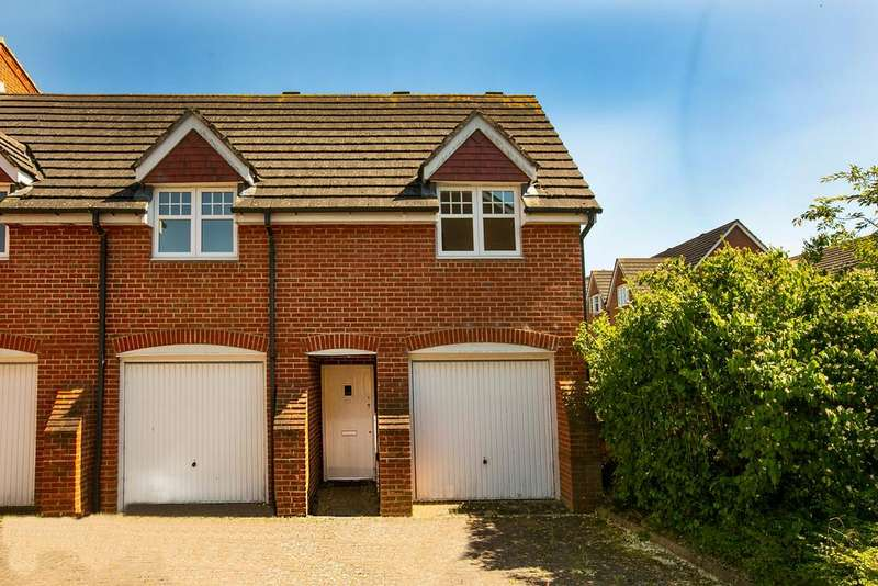 2 Bedrooms Coach House Flat for sale in Shinfield, Reading