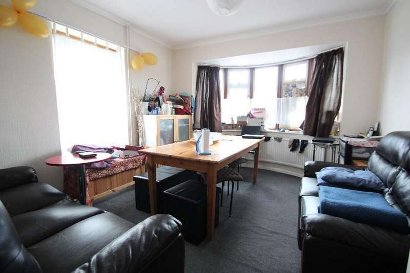 3 Bedrooms Detached House for sale in Lancaster Road, High Wycombe HP12