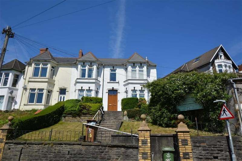 4 Bedrooms End Of Terrace House for sale in Cardiff Road, Bargoed