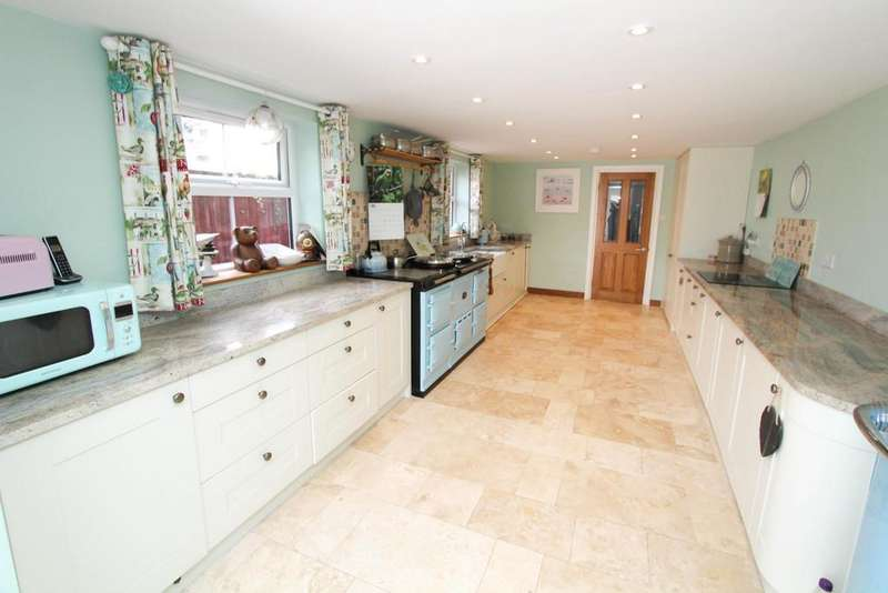 3 Bedrooms Terraced House for sale in Petersfield, Hampshire