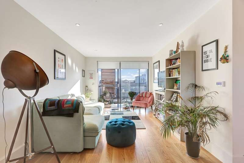 2 Bedrooms Apartment Flat for sale in Parkside, Richmond House, Bow E3