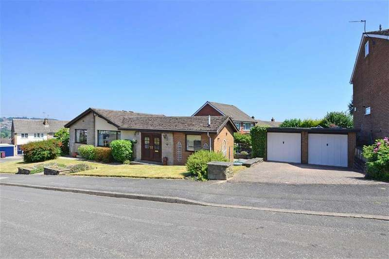 3 Bedrooms Bungalow for sale in 38, Hollins Spring Avenue, Dronfield, Derbyshire, S18