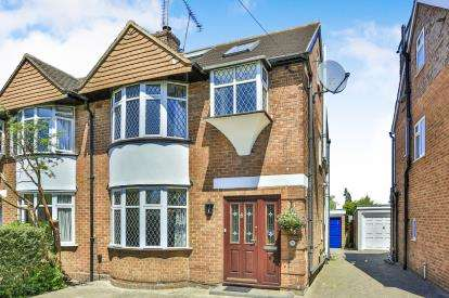4 Bedrooms Semi Detached House for sale in Oulton Crescent, Potters Bar, Hertfordshire