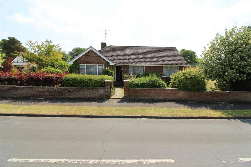 3 Bedrooms Detached Bungalow for sale in White Lodge Close, Tilehurst, Reading