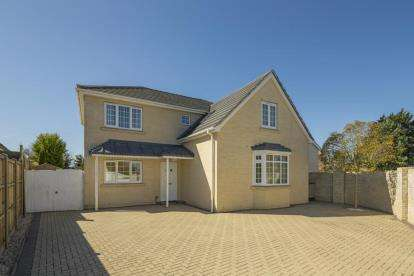 4 Bedrooms Detached House for sale in Red Lodge, Bury St. Edmunds, Suffolk