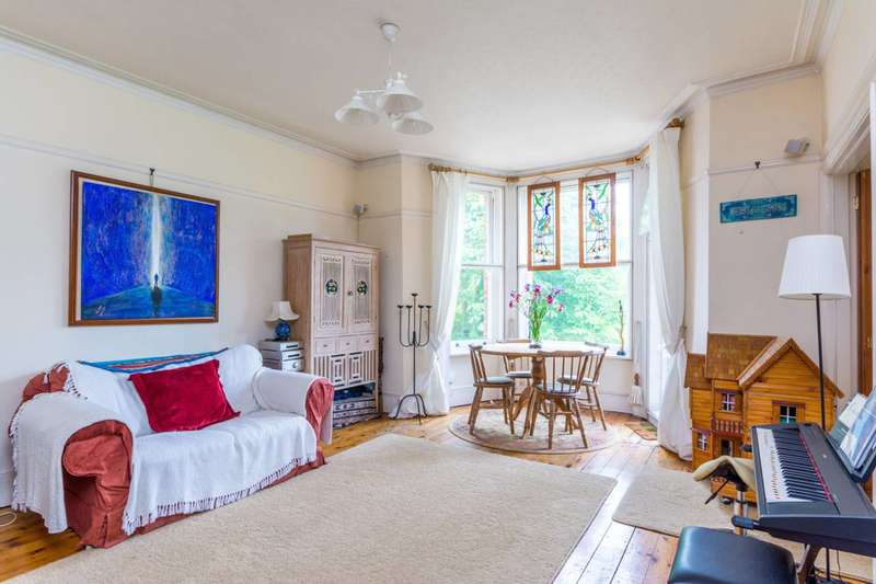 3 Bedrooms Flat for sale in Acton Lane, Chiswick, W4