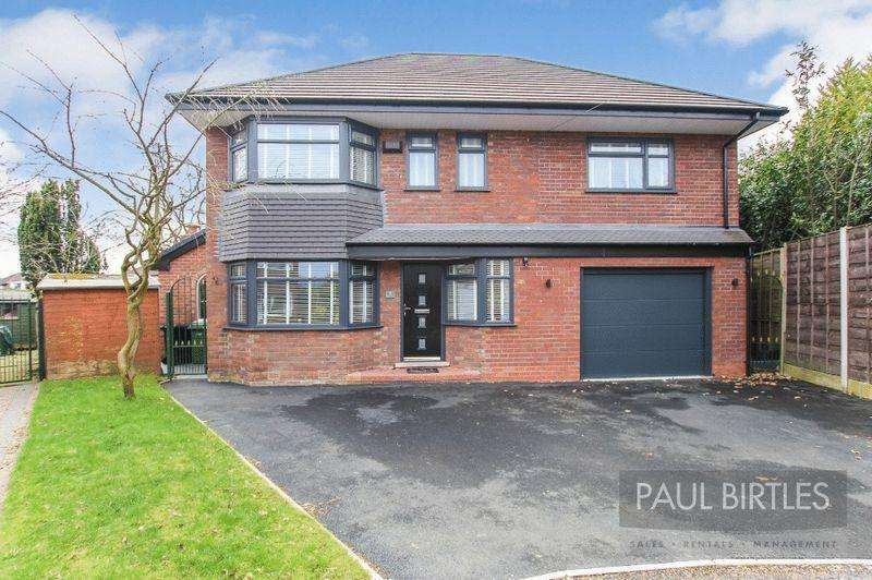 4 Bedrooms Detached House for sale in Calderbank Avenue, Flixton, Manchester