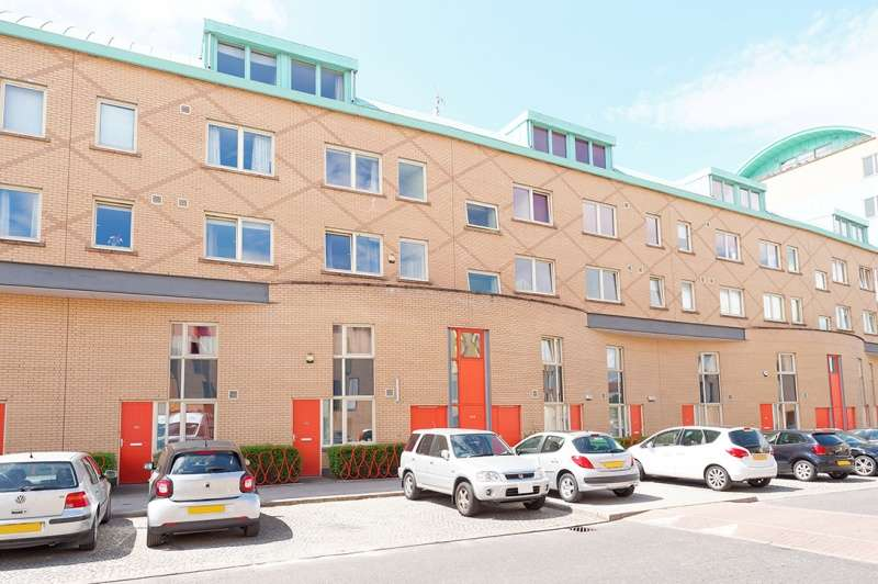 2 Bedrooms Duplex Flat for sale in Old Rutherglen Road, Glasgow, G5 0UN