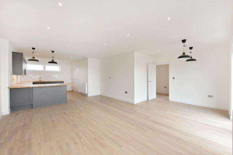 3 Bedrooms Apartment Flat for sale in Bow Common Lane, Bow, E3