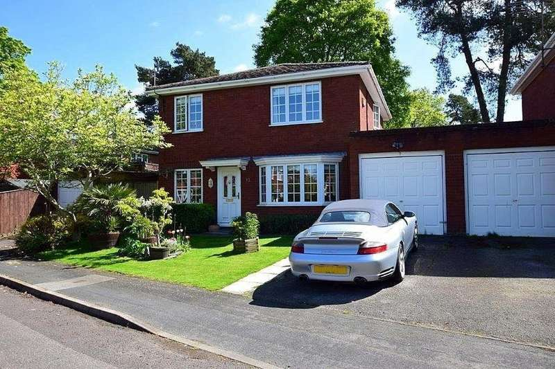 4 Bedrooms Detached House for sale in Burnsall Close, Farnborough, GU14