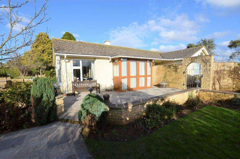 3 Bedrooms Bungalow for sale in HOOKHILLS GARDENS HOOKHILLS PAIGNTON