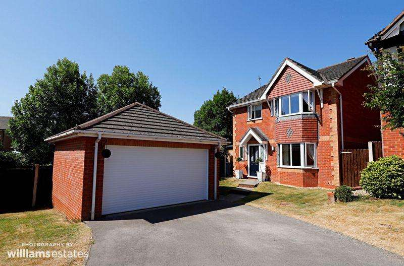 4 Bedrooms Detached House for sale in Ffordd Thomas Gee, Denbigh
