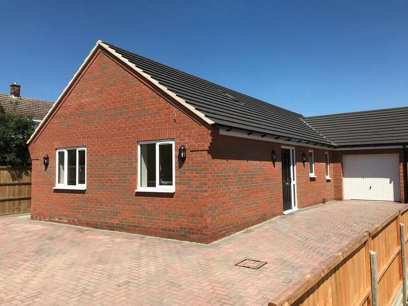 3 Bedrooms Bungalow for sale in The Chase, Pinchbeck, PE11